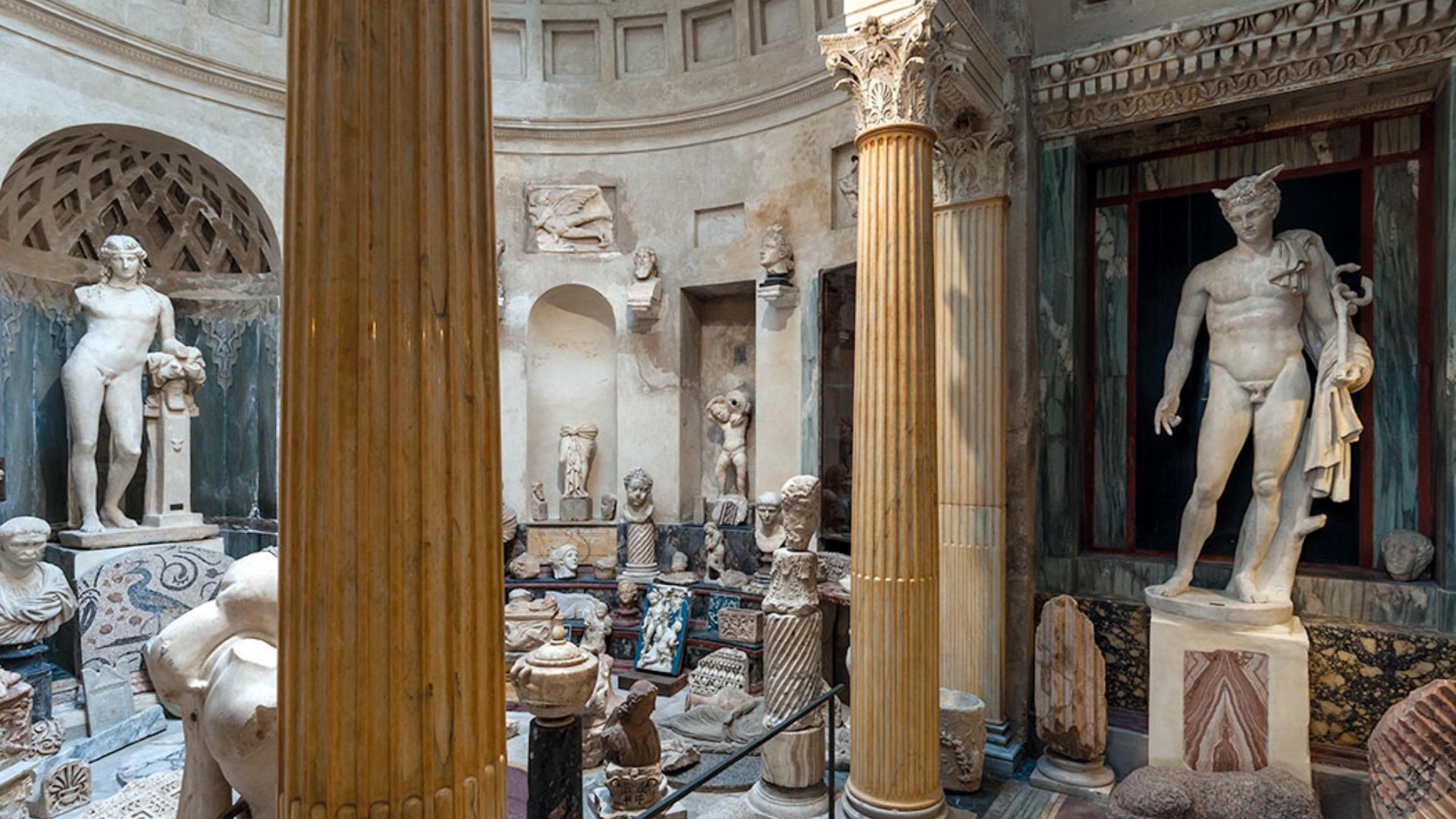<p>Casa Museo Pogliaghi<br /> Esedra dei Marmi classici, un piccolo Pantheon voluto da Pogliaghi</p>